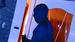 Symbolbild Mann mit Sturmhaube | Bild:pa/Bildagentur-online