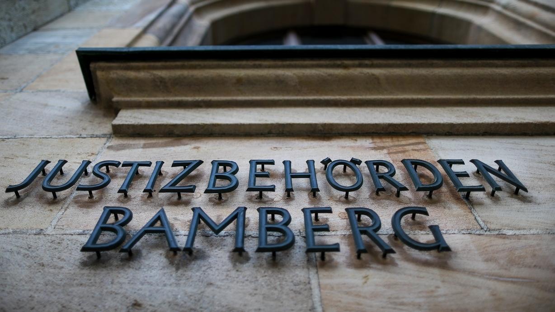 """Das Gebäude des Landgerichts Bamberg von außen - mit der Aufschrift """"Justizbehörden Bamberg""""."""