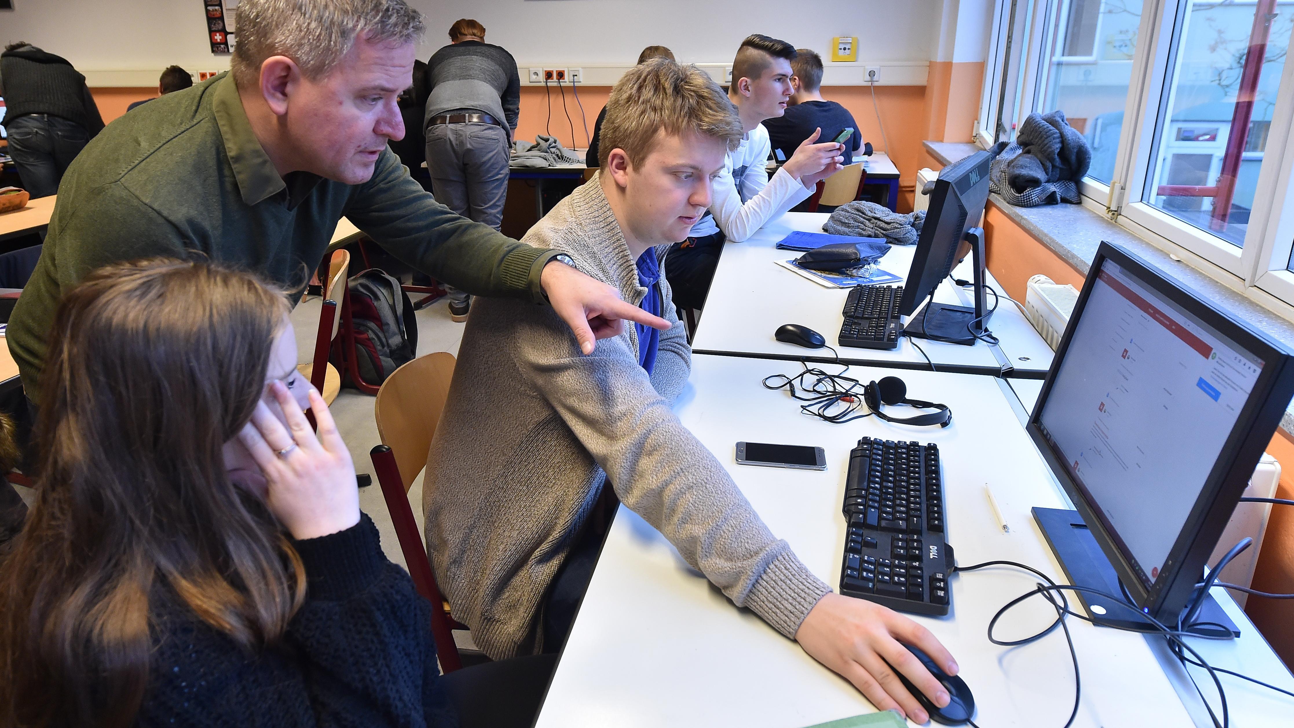 Unterricht in einem digitalen Klassenzimmer in Potsdam (Foto vom 12.12.2017).