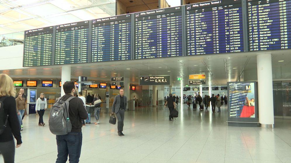 Warnstreik der Flugbegleiter: In München fallen wenige Flüge aus | Bild:BR