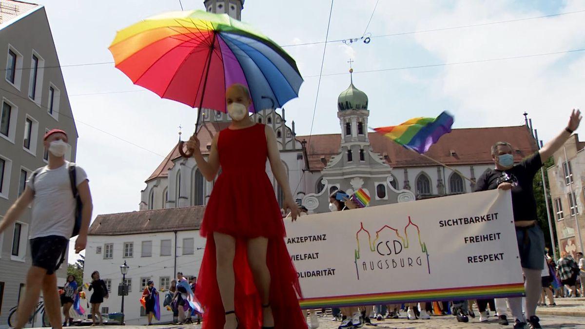 Teilnehmer beim Christopher-Street-Day in Augsburg