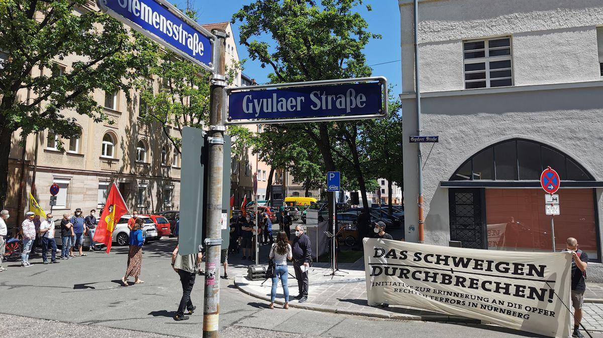 Straßenschilder der Siemensstraße und der Gyulaer Straße