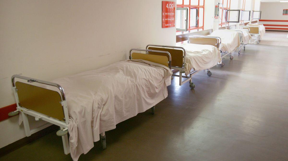 Leerstehende Kliniken oder ungenutzte Turnhallen können in der Oberpfalz jetzt als Behelfskrankenhäuser genutzt werden.