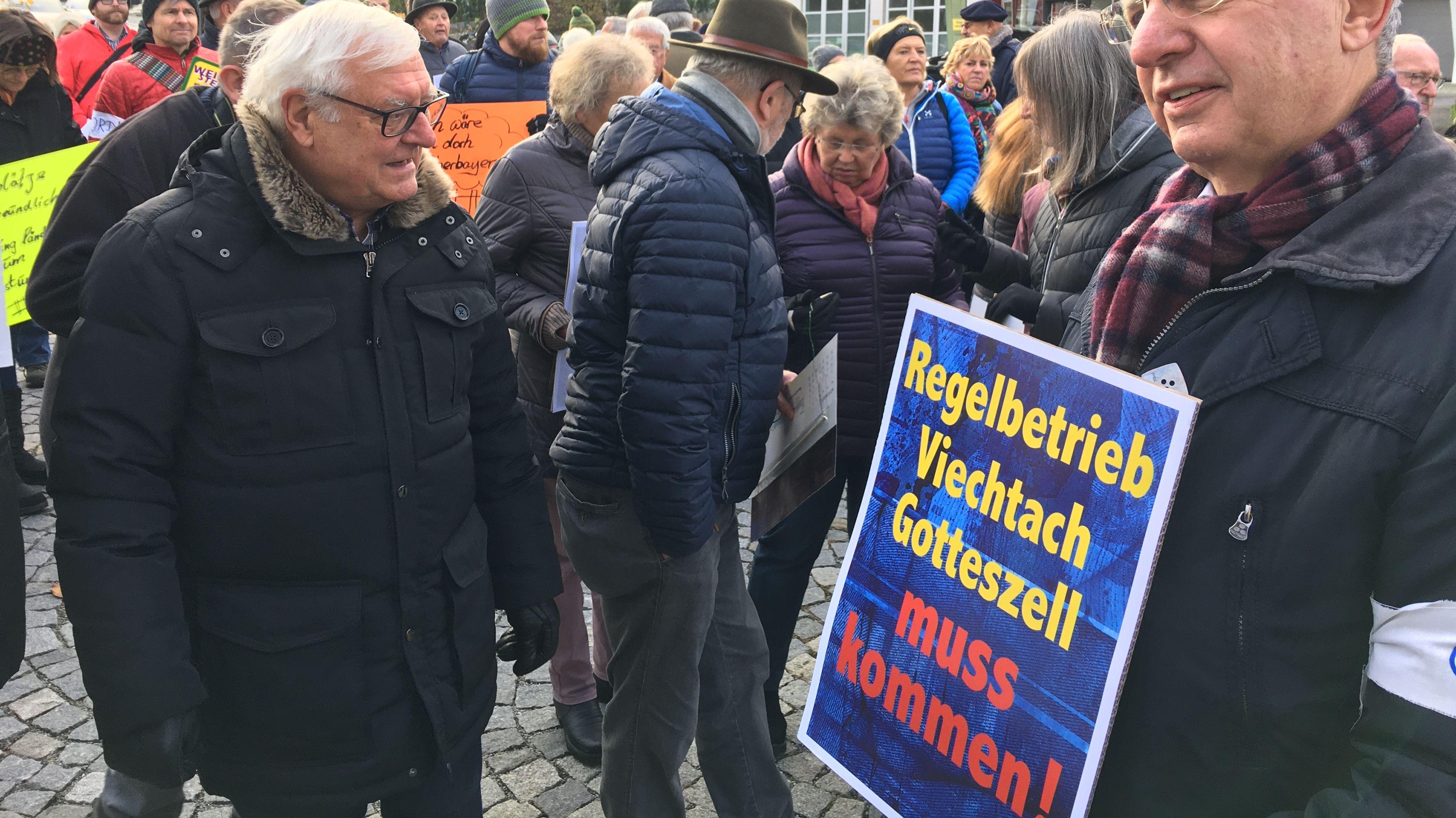 """Initiiert wurde die Menschenkette vom Mobilitätsverein """"Go Vit"""" aus Viechtach."""