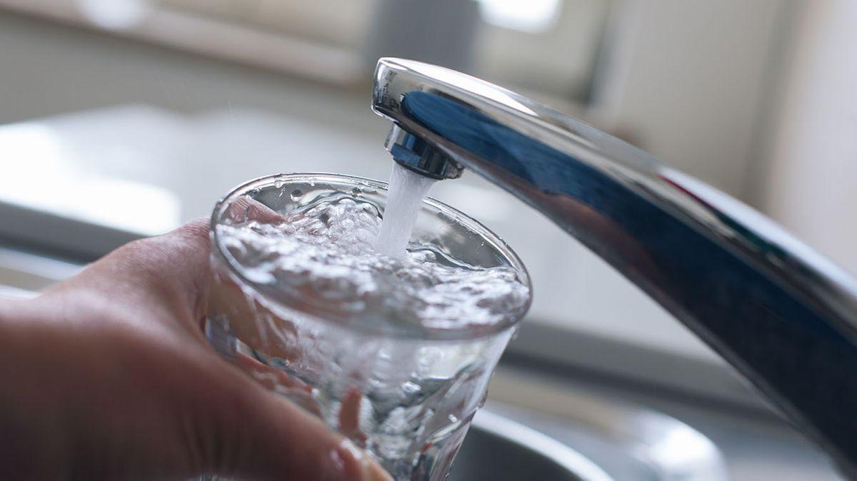 Wasserhahn mit Glas