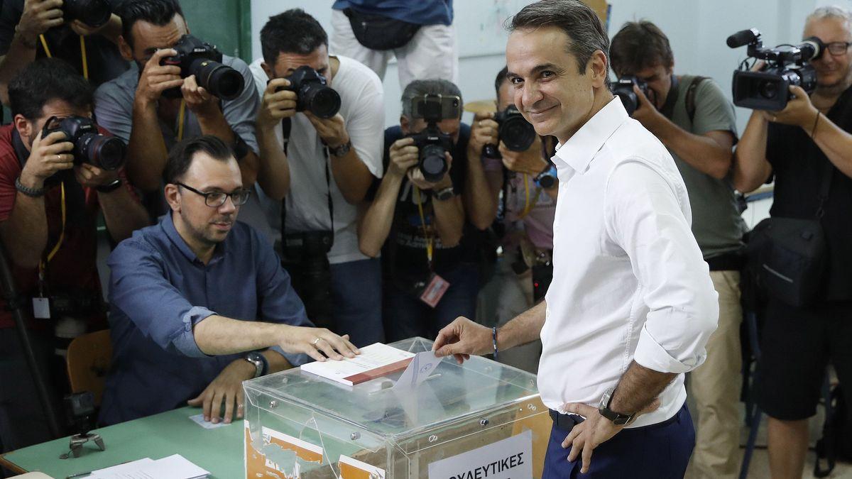 Athen: Kyriakos Mitsotakis, Präsident der konservativen bisherigen Oppositionspartei Nea Dimokratia (ND), gibt seine Stimme in einem Wahllokal ab.