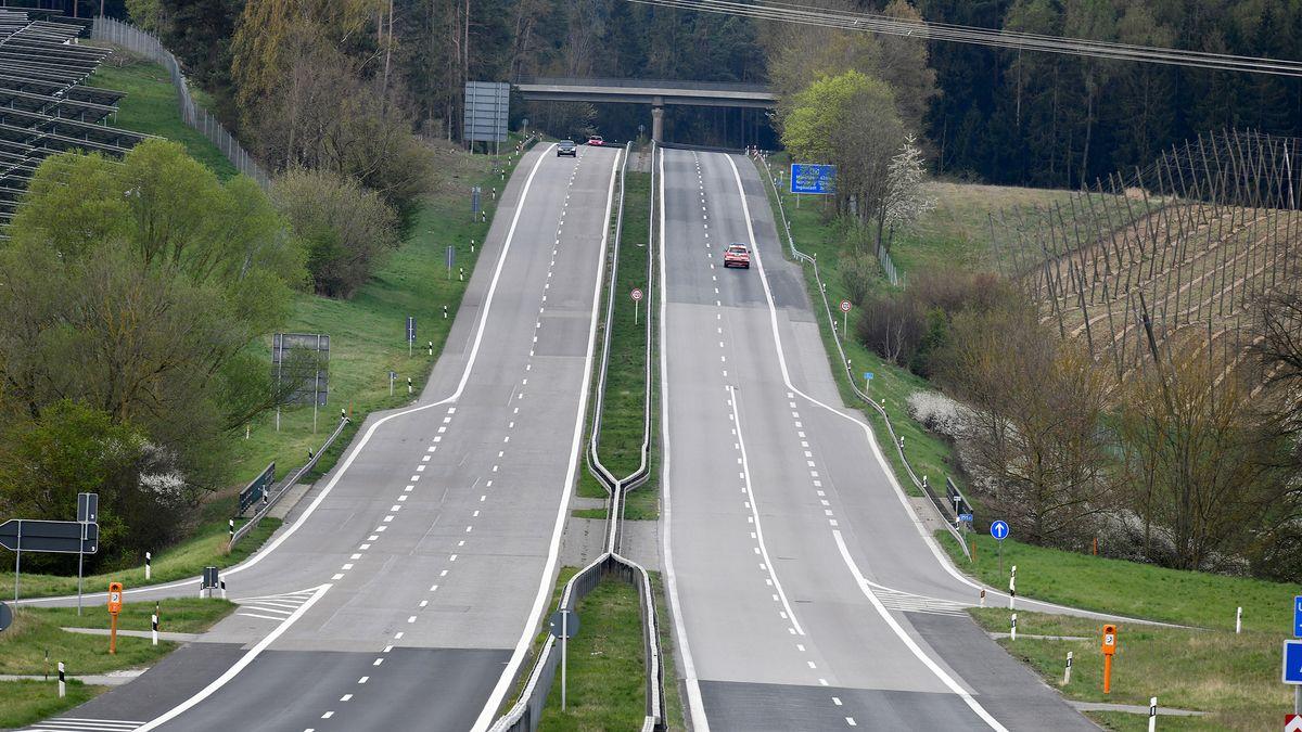 Autobahn mit nur wenigen Autos