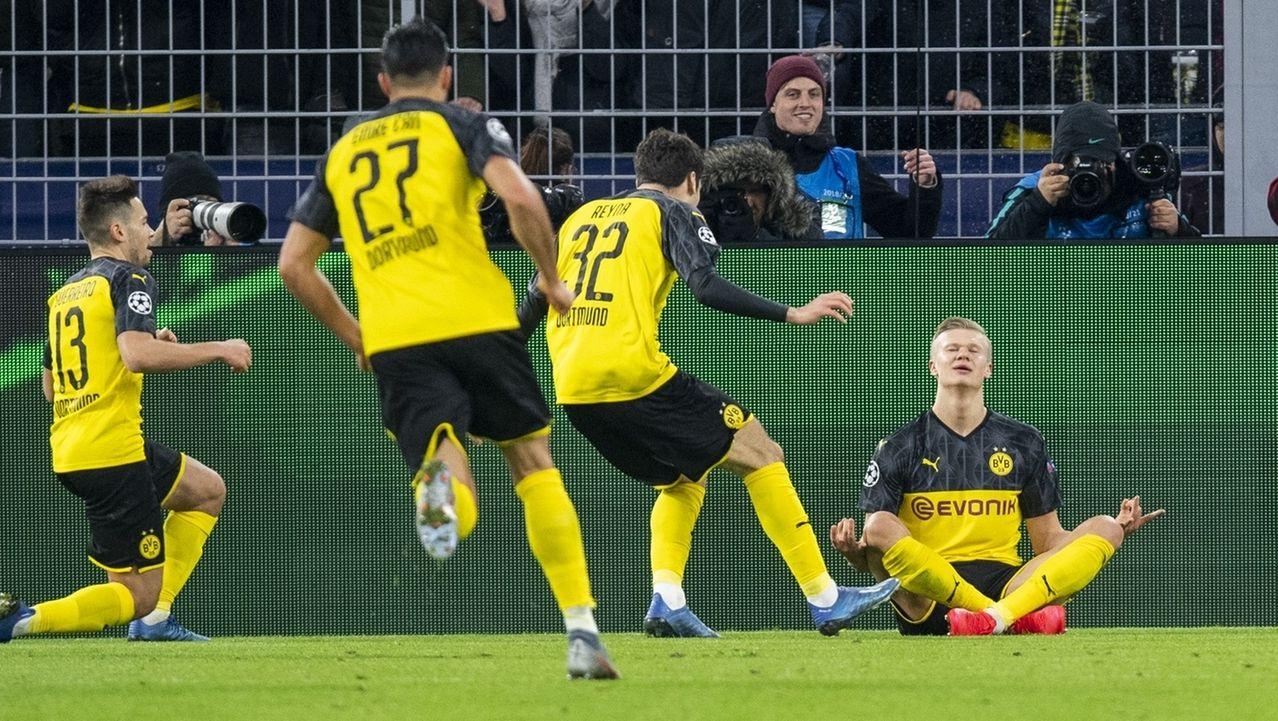 Dortmunds Erling Haaland lässt sich nach seinem Treffer zum 1:0 feiern.