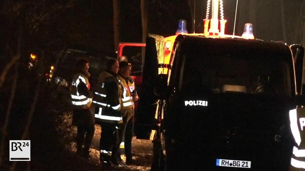 Einsatzkräfte am Fundort der Leiche   Bild:News5