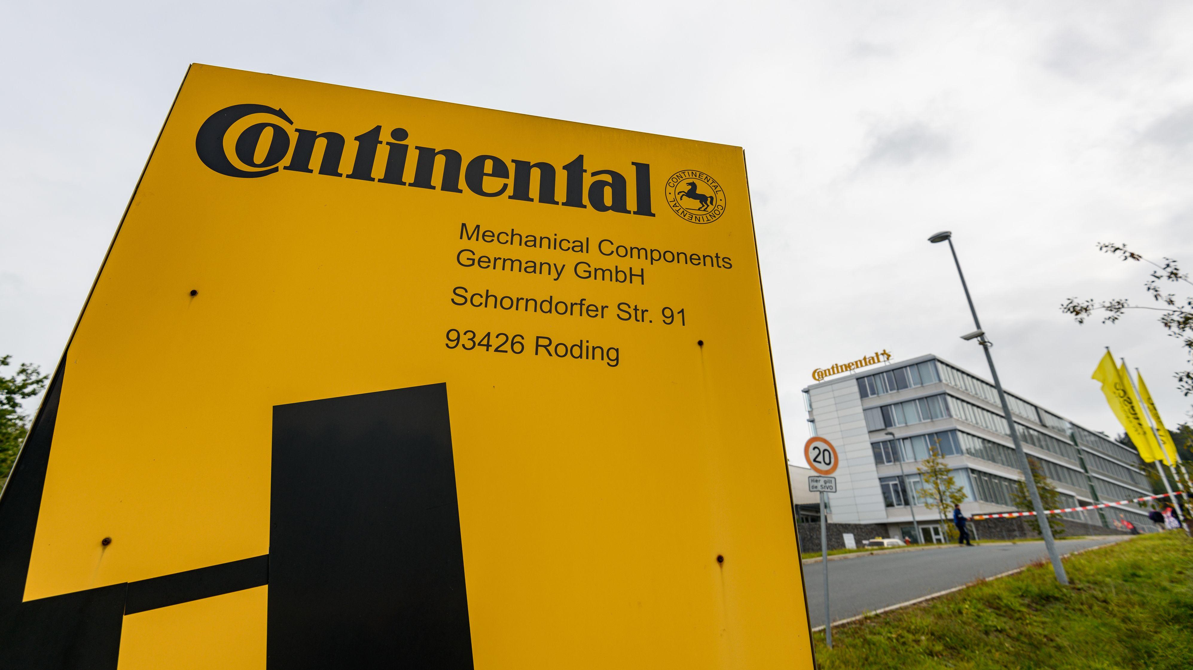 """Mechanical Components"""" steht auf einem Schild vor dem Continental-Werk"""