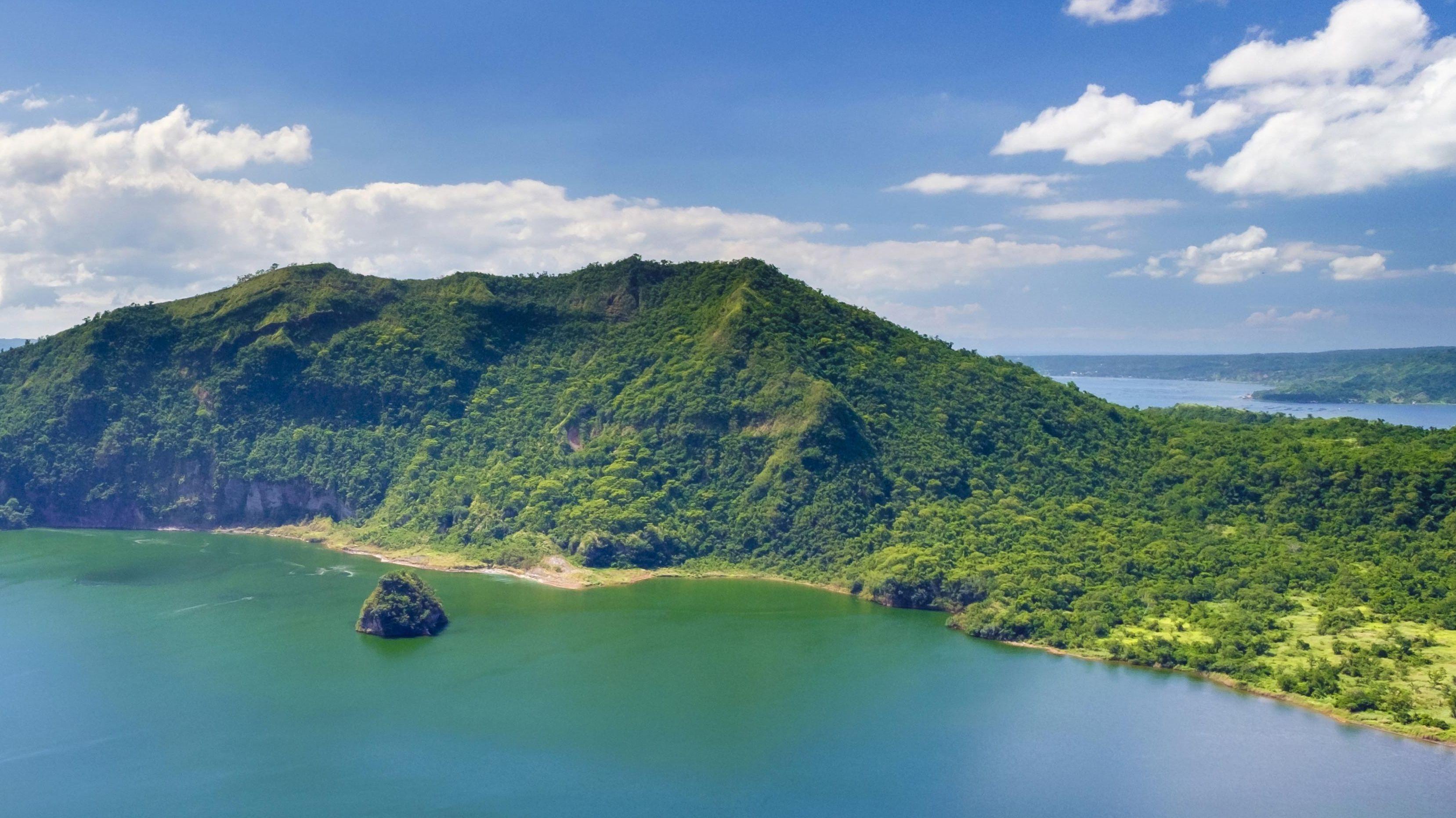 Eine der unzähligen philippinischen Inseln von oben