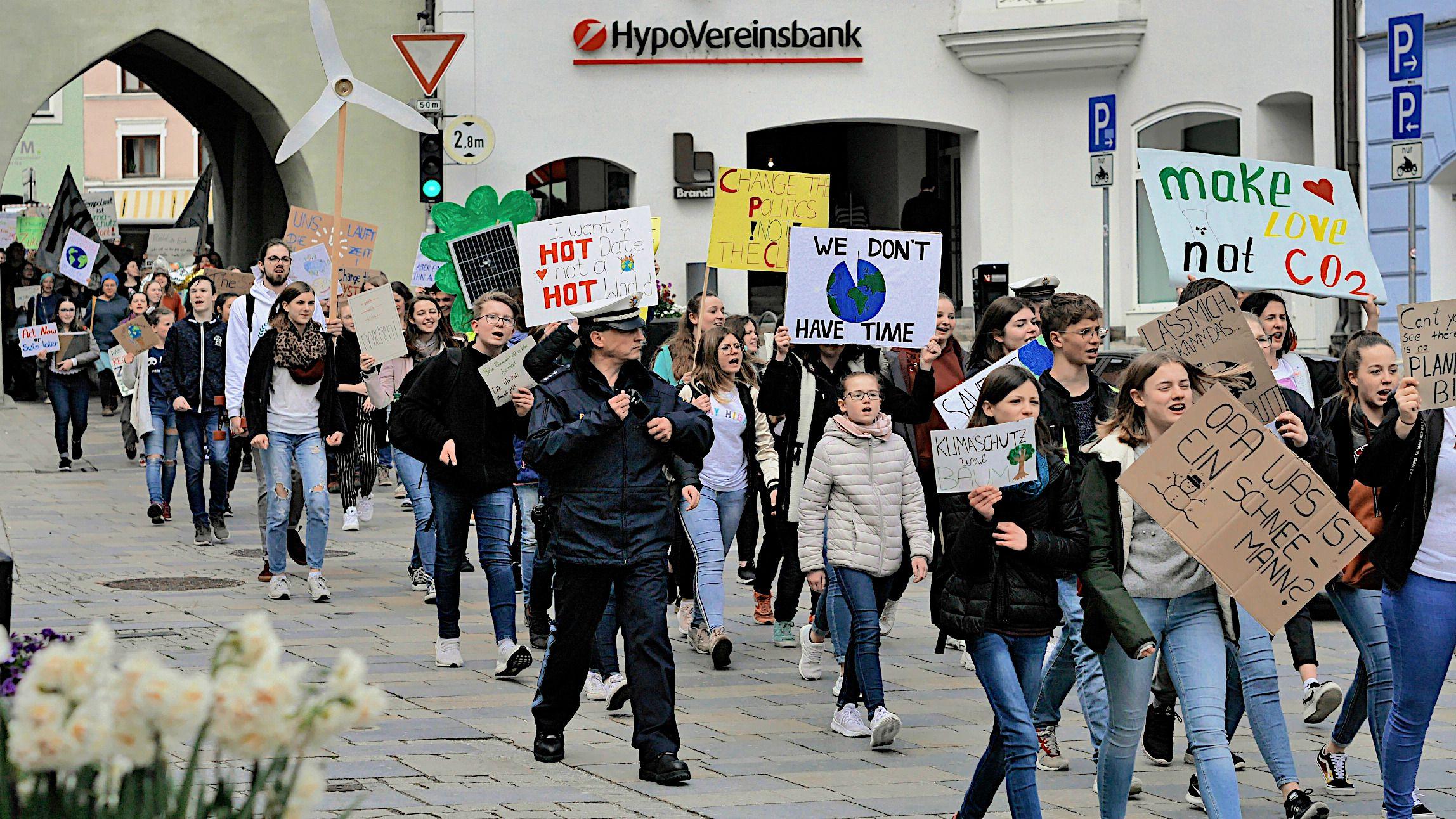 Schüler in Vilsbiburg gehen für den Klimaschutz auf die Straße