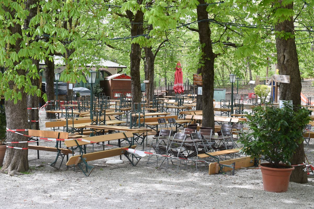 Biergärten wie hier der Hofbräukeller am Wiener Platz könnten demnächst wieder öffnen, wenn die Inzidenz stabil unter 100 bleibt.