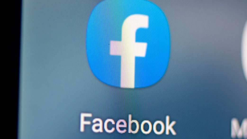Facebook darf weiter nach eigenen Regeln sanktionieren, muss aber besser informieren.