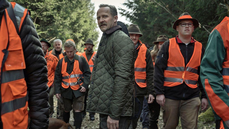 "Alfons Zischl (Maximilian Brückner) ist auf der Jagd in der BR-Serie ""Hindafing""."