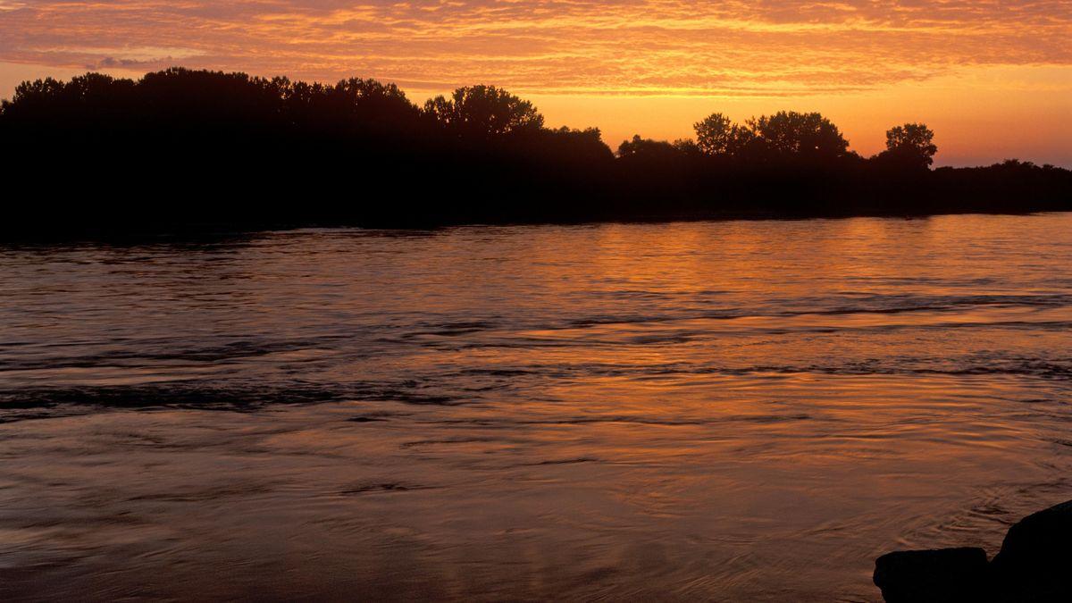 Die Donau bei Niederalteich bei Sonnenuntergang