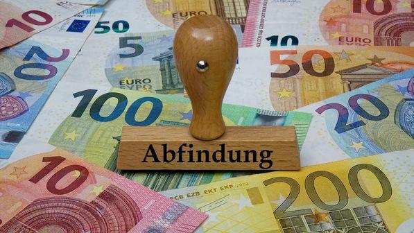 """Stempel mit """"Abfindung"""" auf Geldscheinen"""