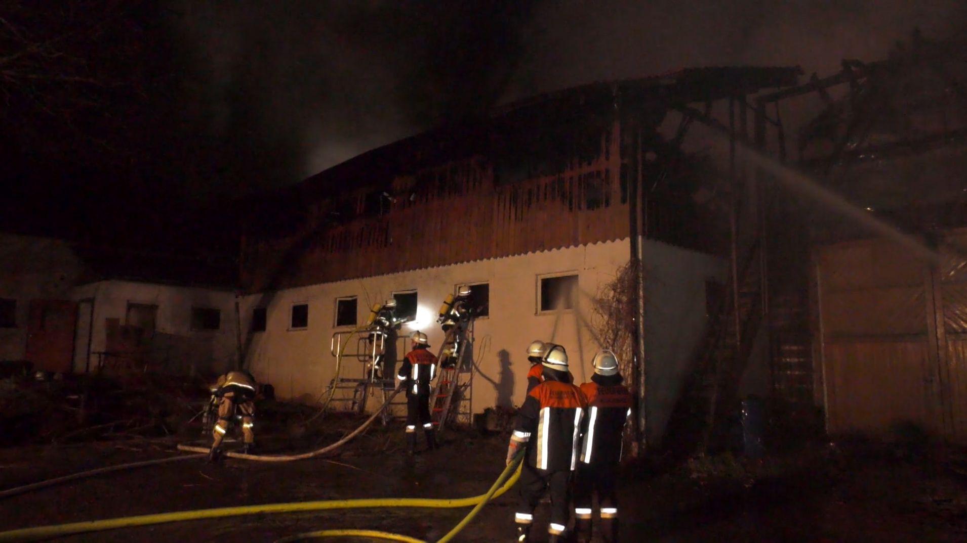 Bei dem Brand im Bad Neualbenreuther Ortsteil Altmugl entstand ein Sachschaden von bis zu einer Million Euro.