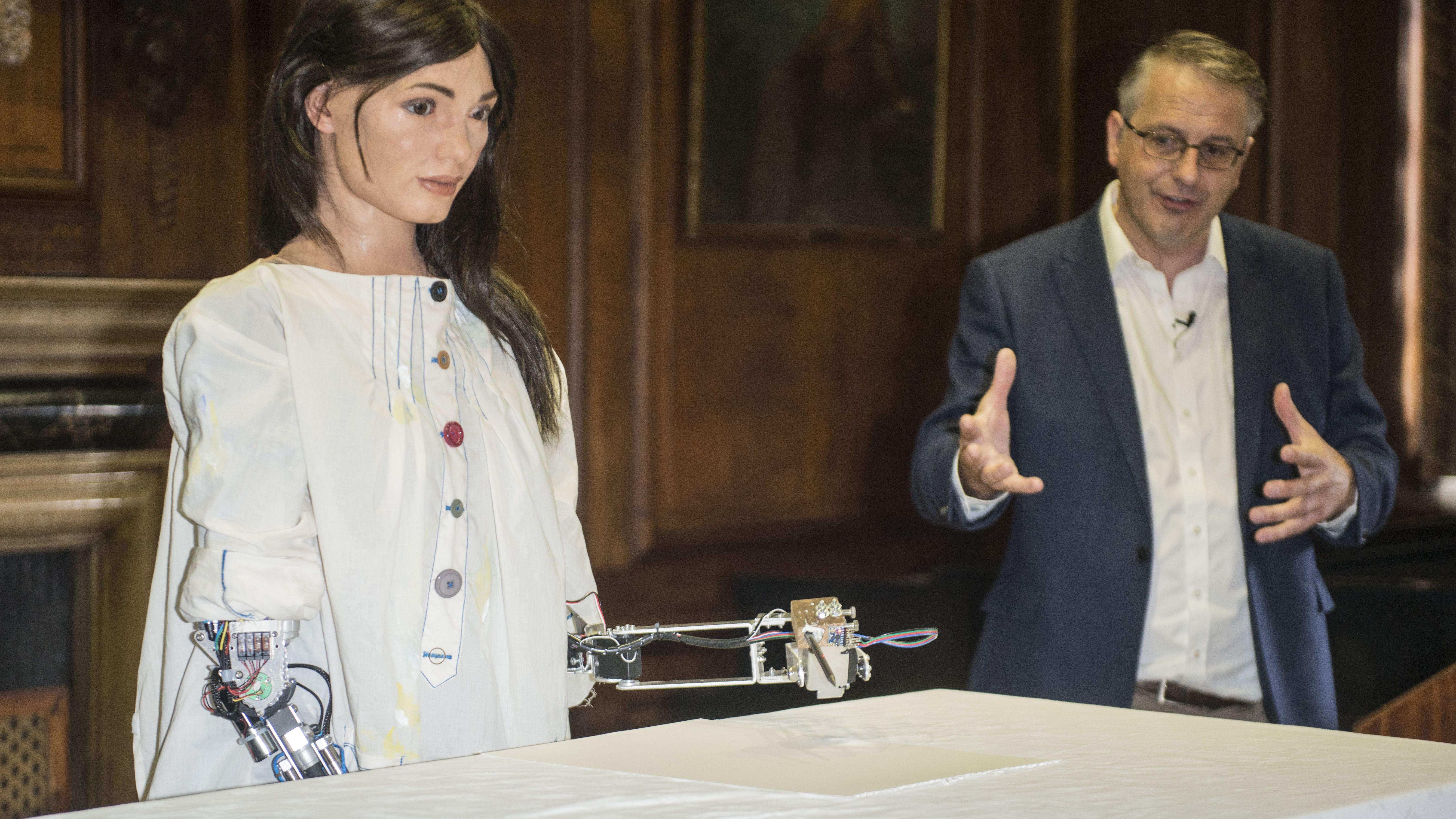 Die Roboter-Künstlerin Ai-Da bei ihrer Ausstellungseröffnung an der Oxford University am 12. Juni 2019.