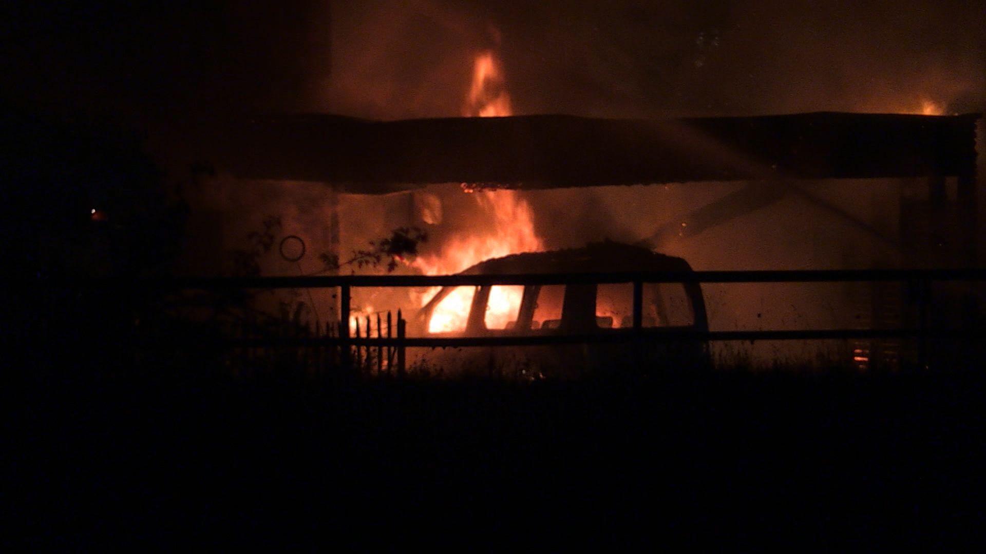 Brand in Kaufbeuren: Carport geht in Flammen auf