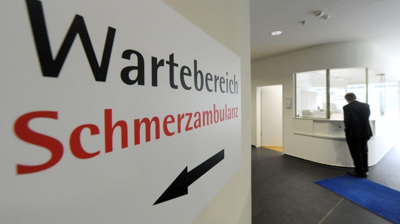 Es existieren deutschlandweit zu wenig Schmerzmediziner, um den Versorgungsbedarf zu decken.