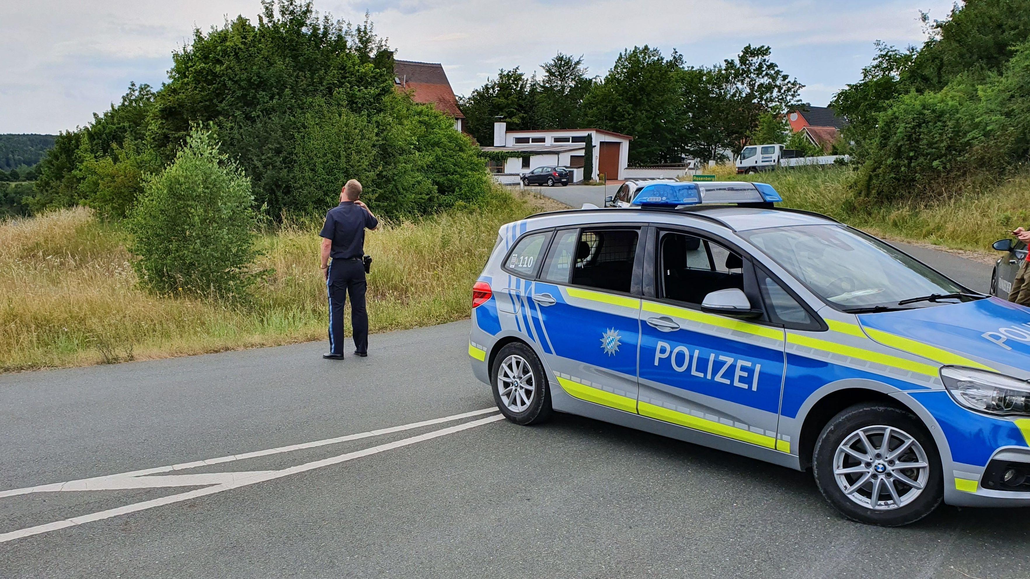Polizei in Rügland, einem Ortsteil von Rosenberg im Landkreis Ansbach: Ein 49-Jähriger wurde tot aufgefunden.