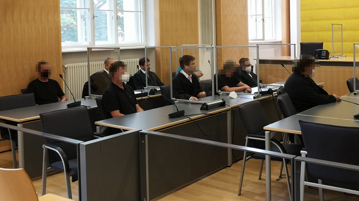 Die Angeklagten bei der Urteilsverkündung am Amtsgericht Regensburg