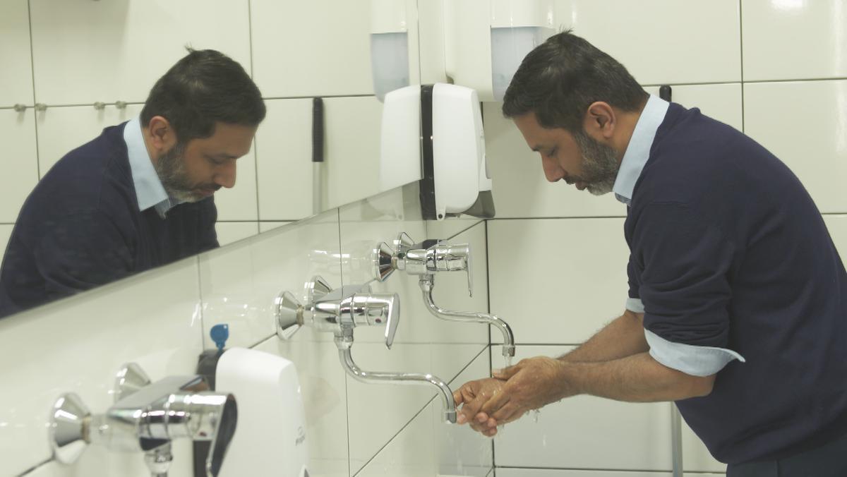Das Waschen von Füßen und Händen ist ein fester Bestandteil des Moschee-Besuchs am Freitag.