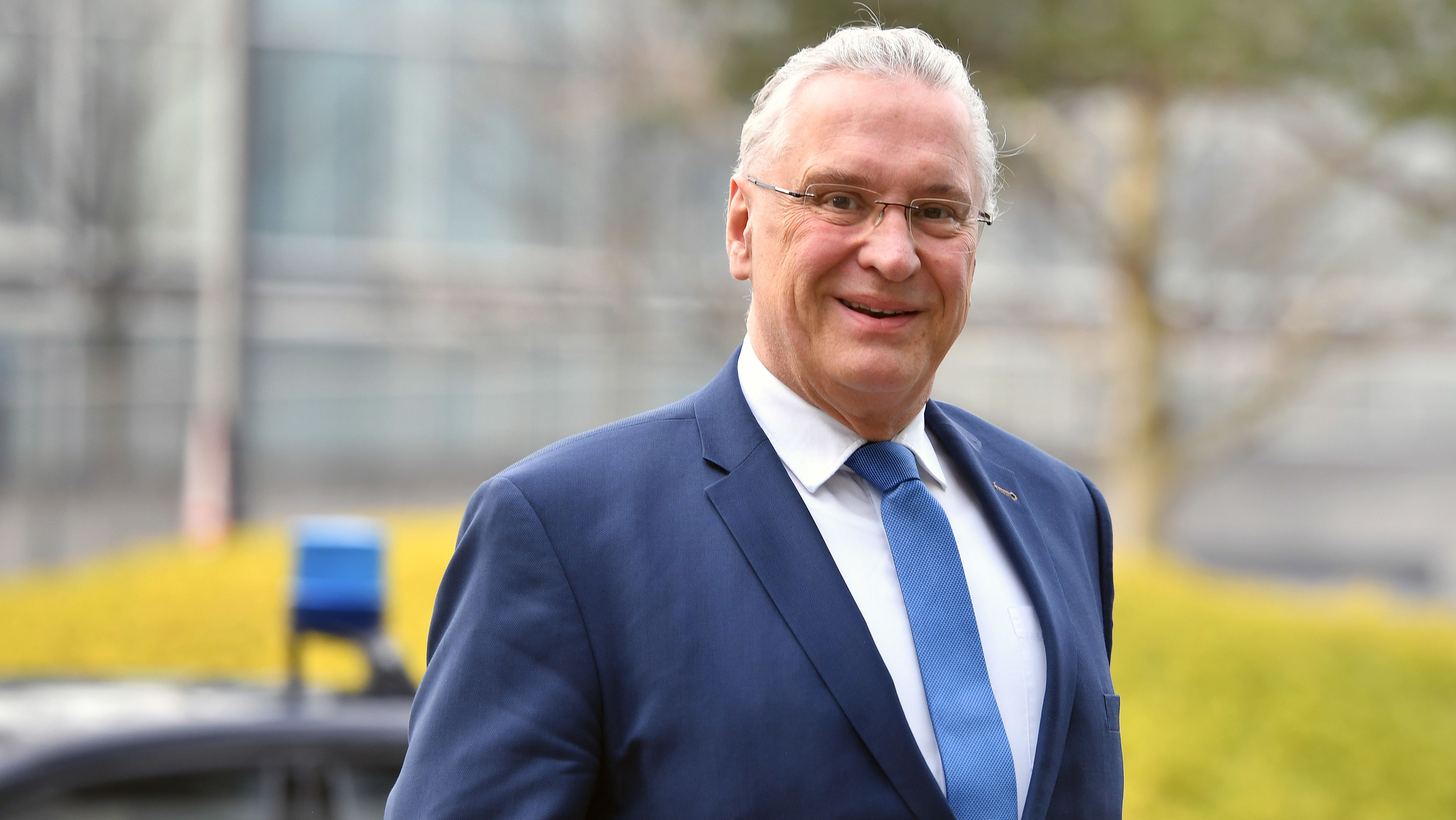 Bayerns Innenminister Joachim Hermann kündigt stärkere Polizeikontrollen rund um Ostern an.