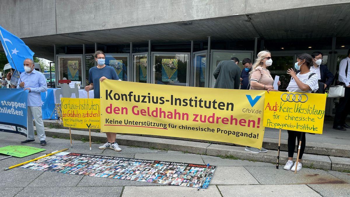 Demonstration gegen das Konfuzius-Institut in Ingolstadt