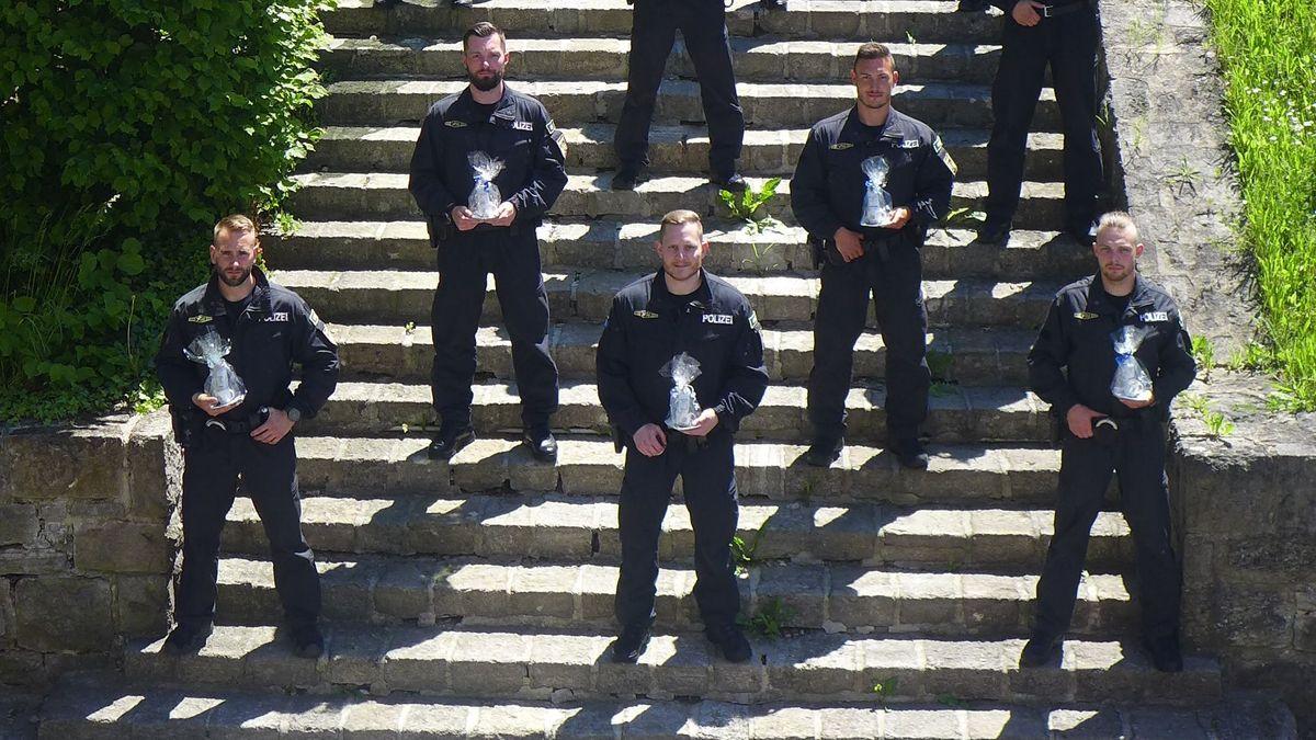 Ehrung für Polizisten: Hilfe nach lebensgefährlichen Messerstichen