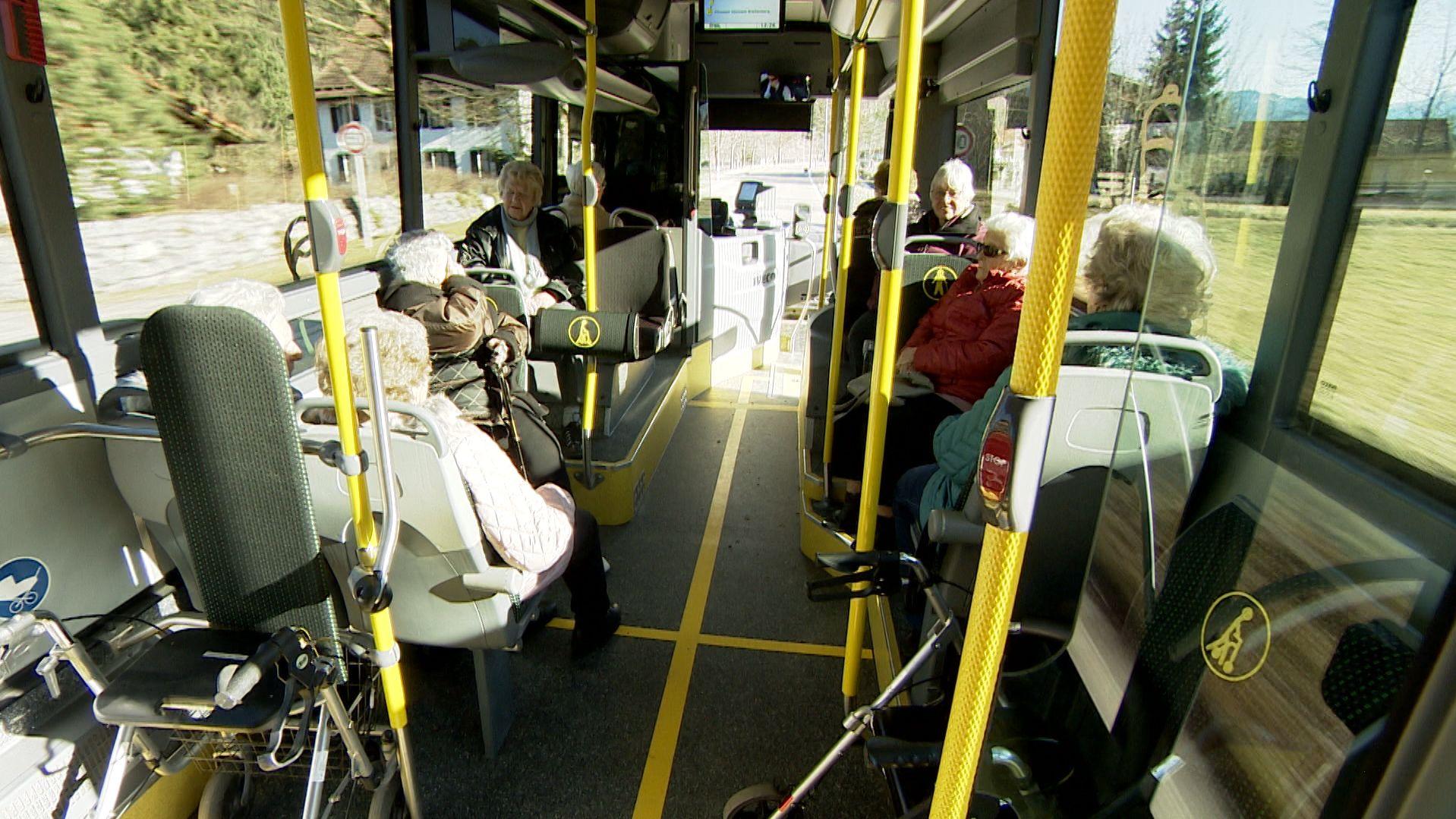 Senioren im Bus