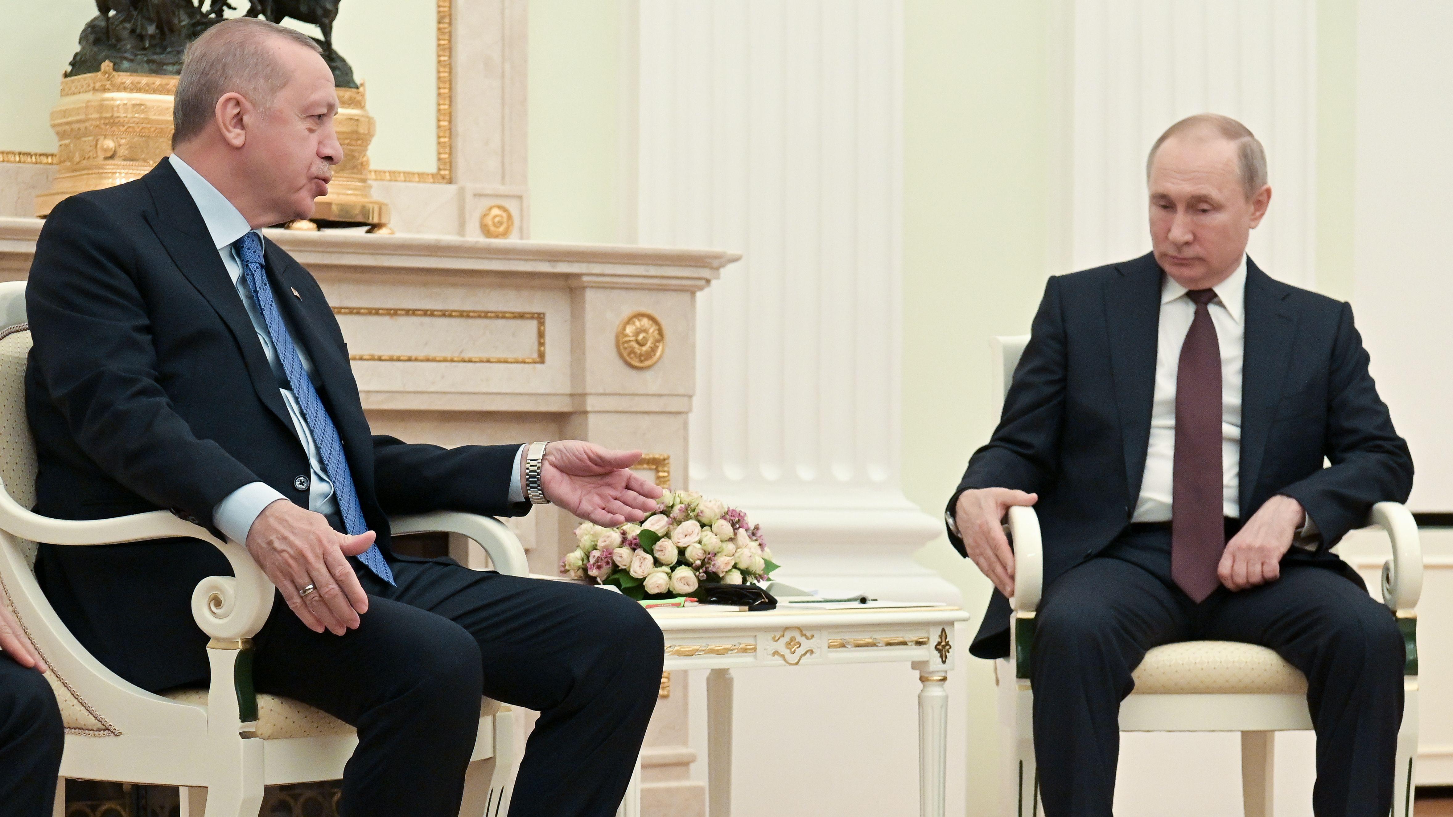 Erdogan (li.) und Putin im Kreml in Moskau