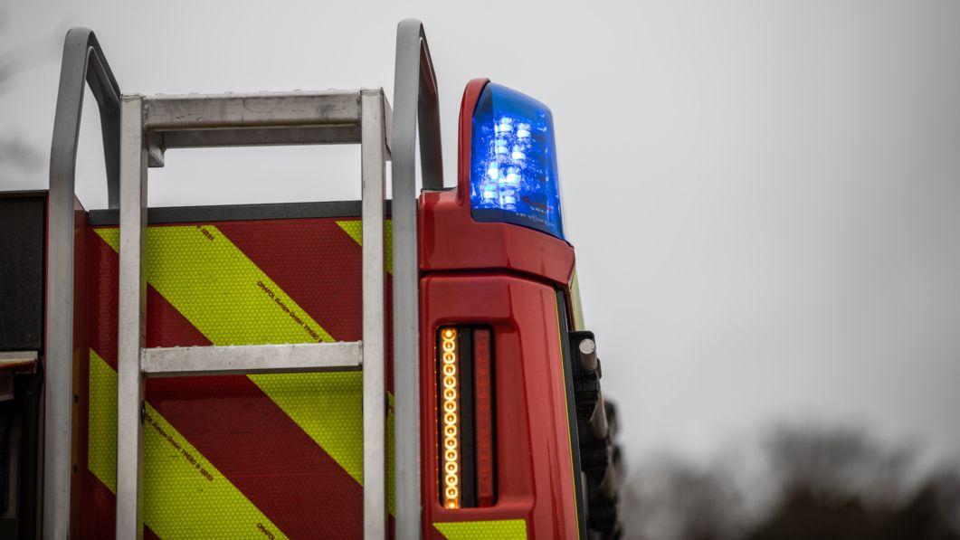 Blaulich auf Feuerwehrfahrzeug (Archivbild)