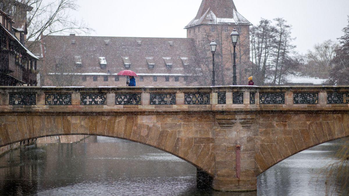 Tauwetter und Dauerregen in Bayern könnten Flüsse und Bäche anschwellen lassen.