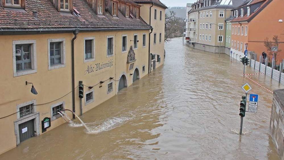 Hochwasser 2011 am Mainkai in Würzburg