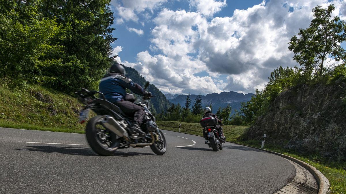 Motorradfahrer in Oberjoch.