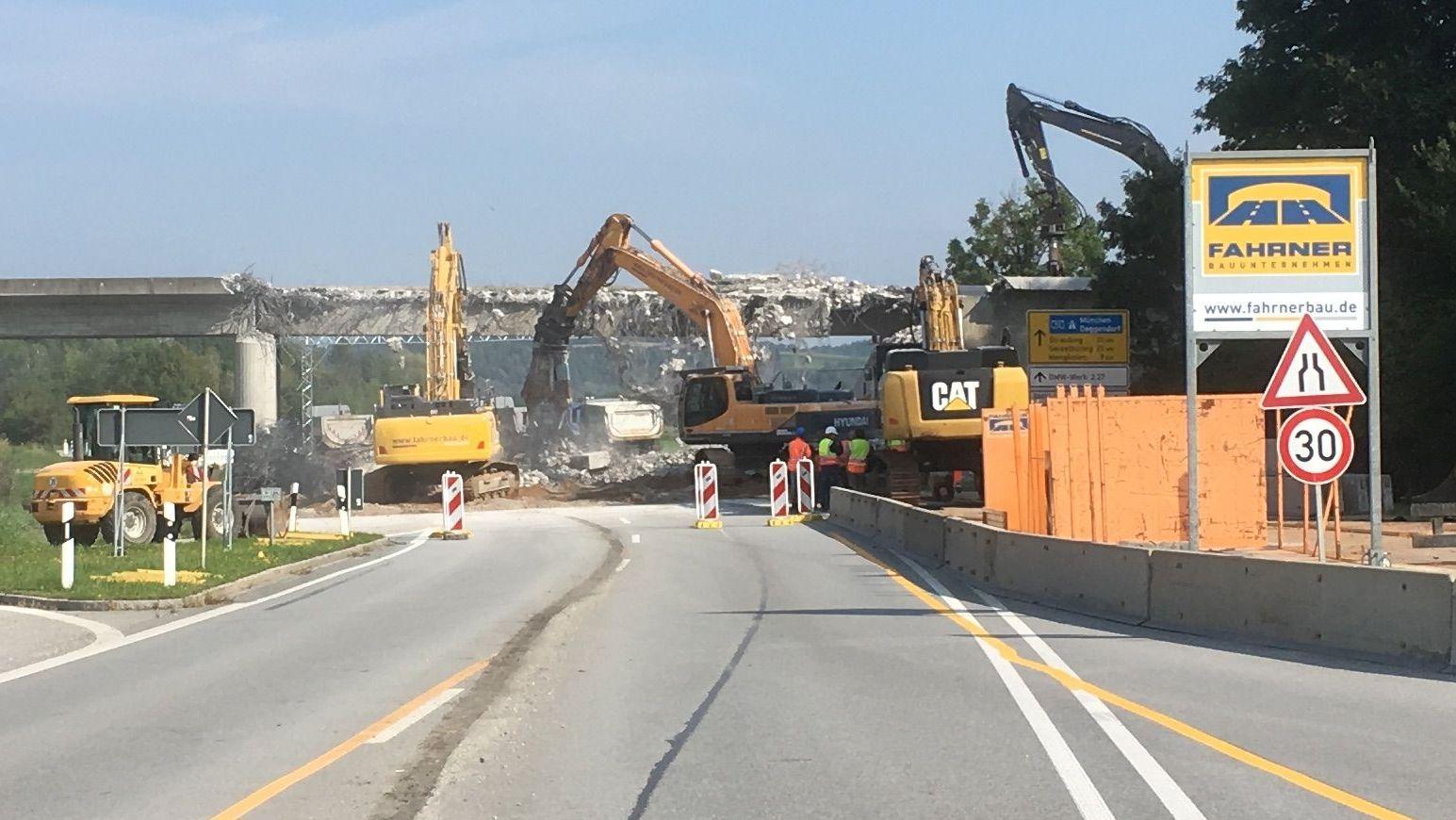 Der Abriss der Brücke hat begonnen