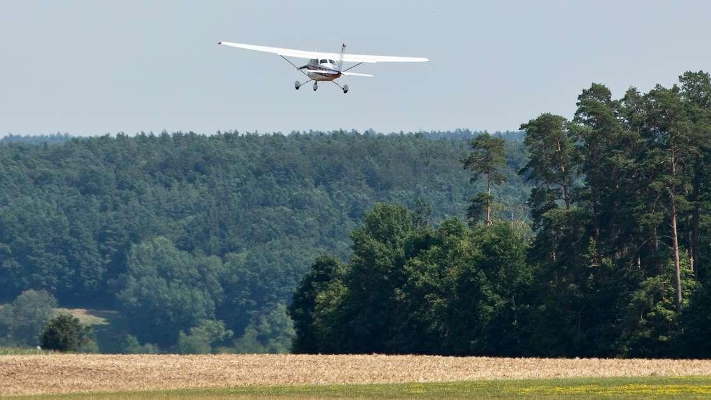Eine Maschine der Flugbereitschaft startet zu einem Beobachtungsflug wegen Waldbrandgefahr.