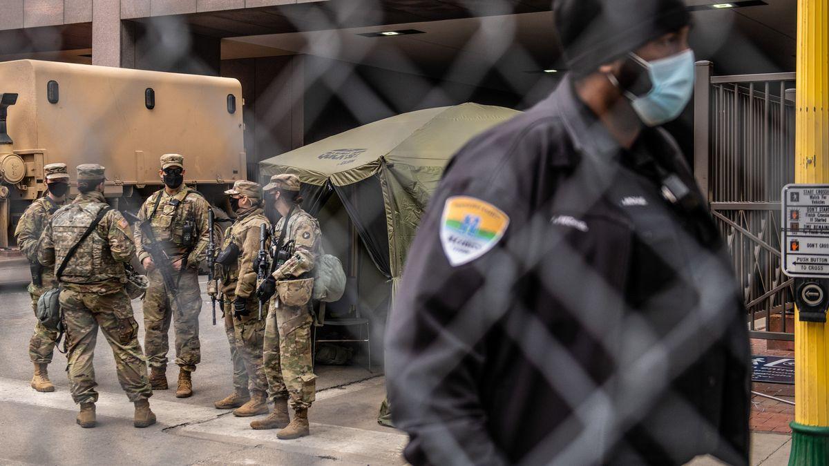 Sicherheitsvorkehrungen vor dem Gerichtsgebäude.
