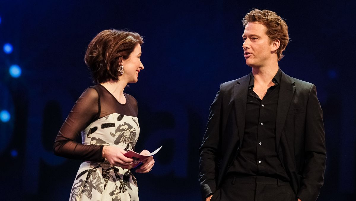 Alexander Fehling (r.) als Moderator bei der Berlinale (mit Loretta Stern)