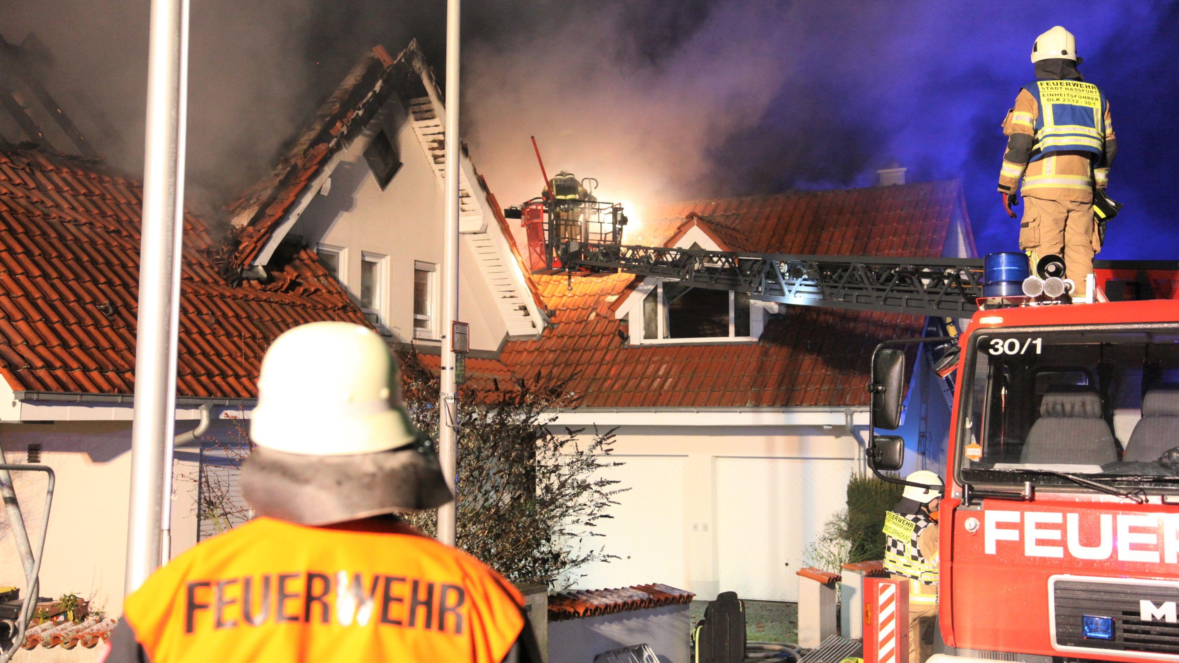 Dachstuhl in Haßfurt in Flammen aufgegangen