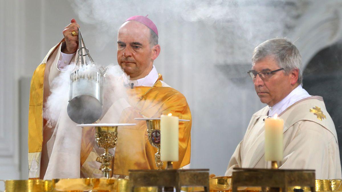 Würzburger Bischof Franz Jung feiert einen Gottesdienst