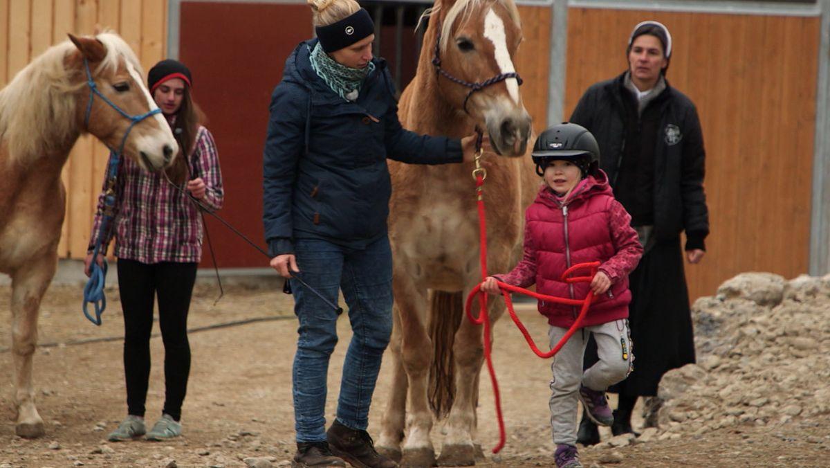 Therapie mit Pferden im Kinderheim St. Maria