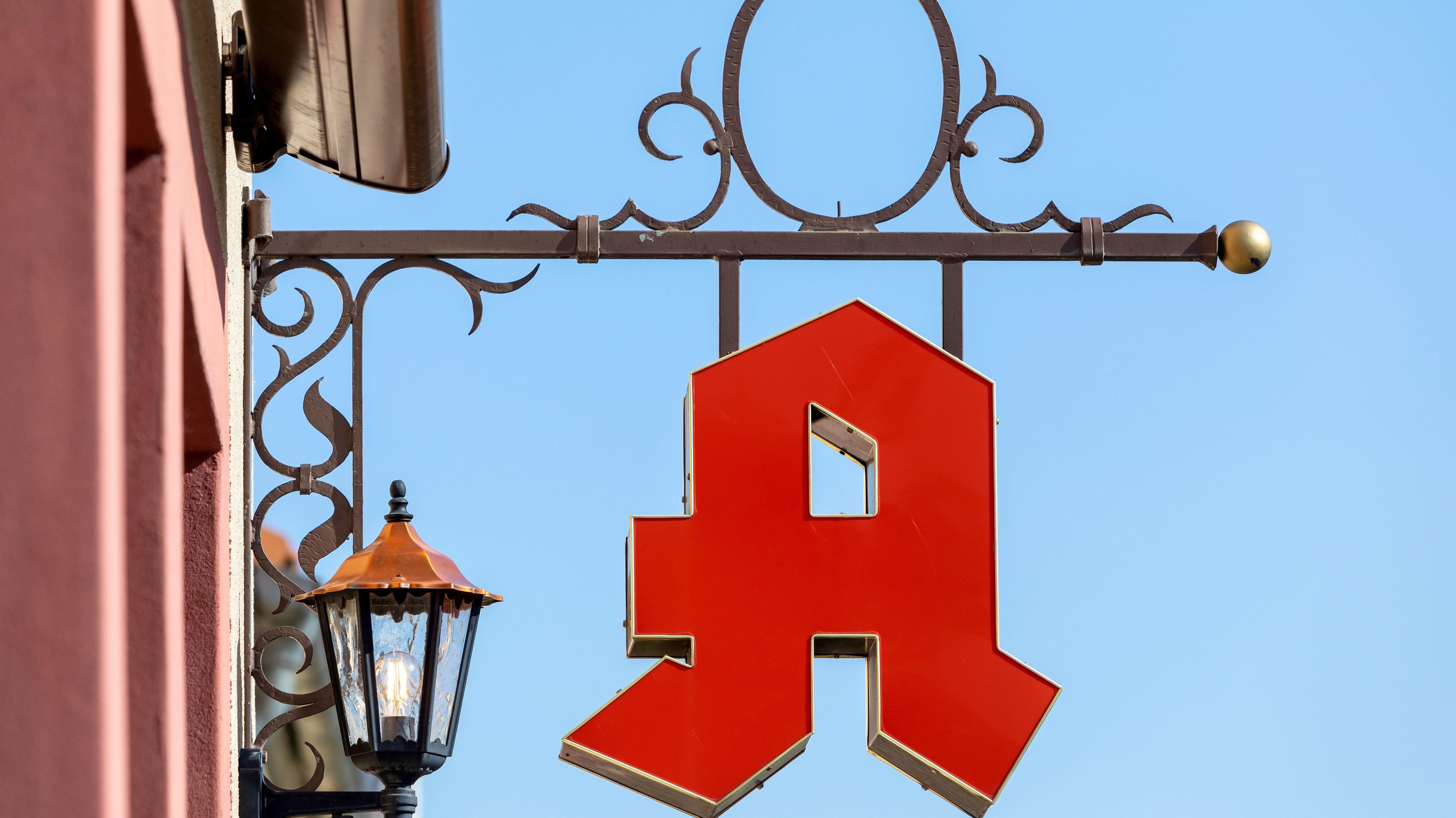 Ein Apotheken-A (symbolisches Apothekenzeichen)
