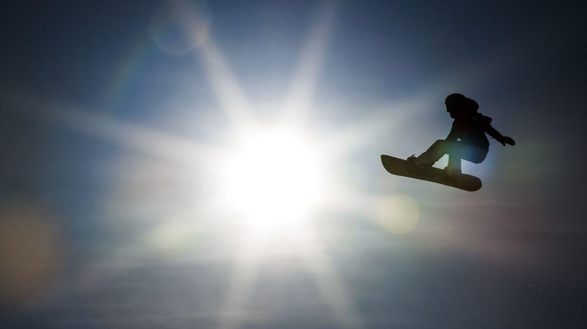 Hohe Flüge verspricht die Disziplin Big Air, bei der die Snowboarder von einer Schanze springen und dann ihre Tricks zeigen.