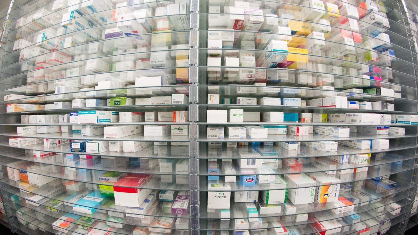 Arzneimittelregal in einer Apotheke