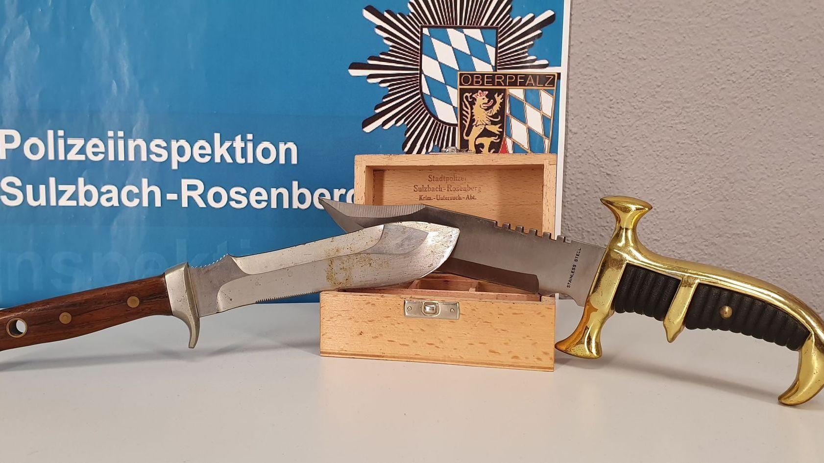 Die Polizei fand diese Messer bei dem Mann