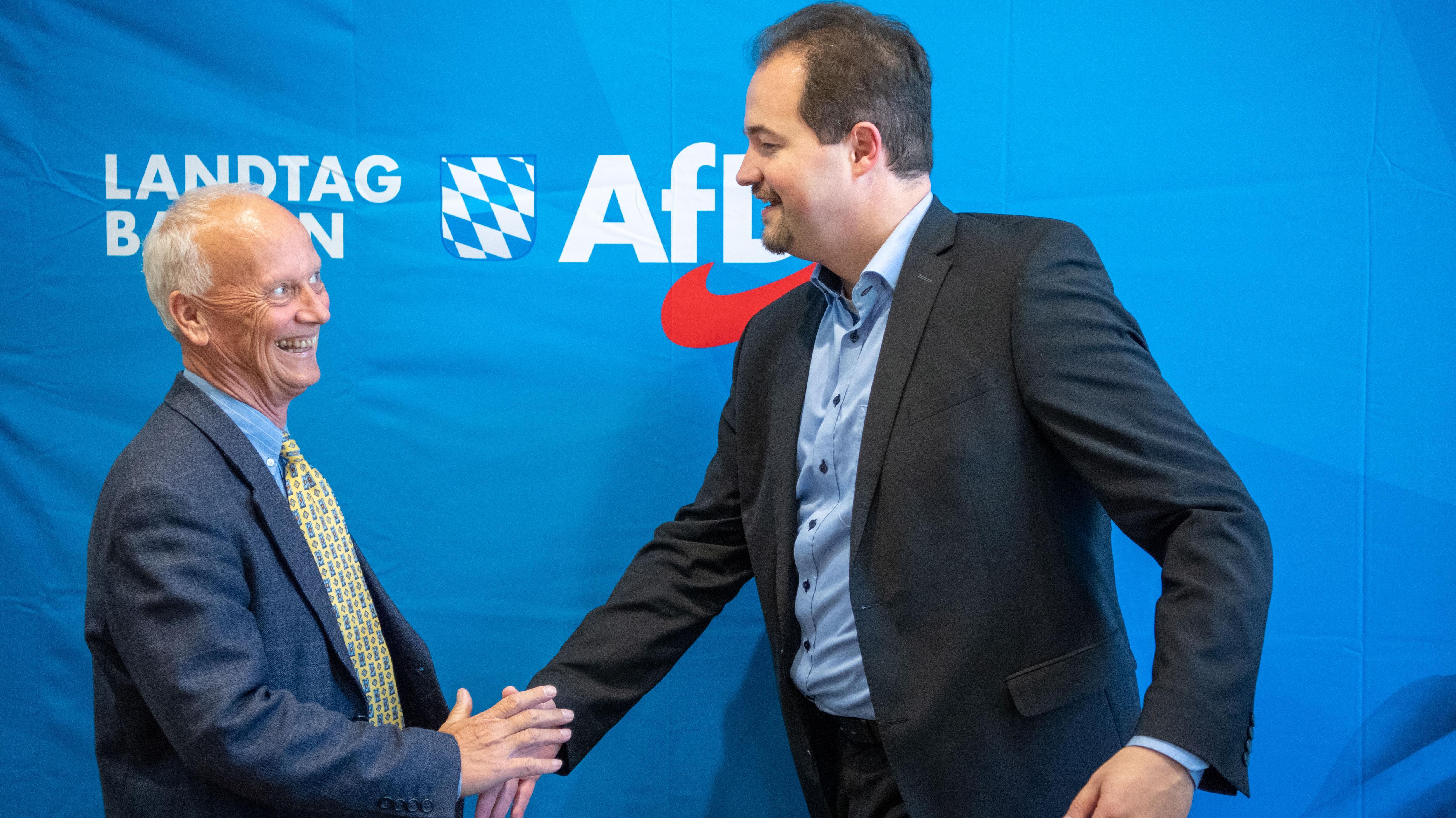 Uli Henkel (l) Mitglied der bayerischen Landtagsfraktion der AfD und Martin Sichert bayerischer Landesvorsitzender