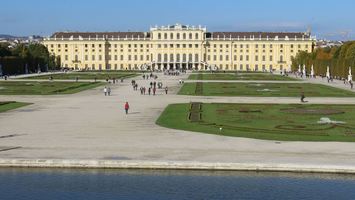 Österreich - Hauptstadt: Wien - Einwohner: 8.579.747 (2015) -Amtssprachen: Deutsch - Währung: Euro (EUR)
